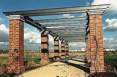 Pergola-Erweiterung Errichtung einer Pergola in einem vorhandenen Grünzug