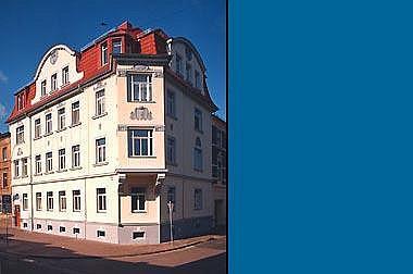 Wohnhaus-Fassade Wohn- und Geschäftshaus